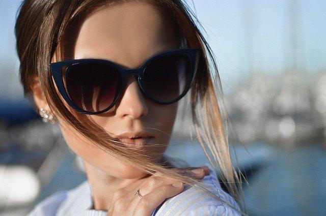 Co všechno je třeba vědět ještě před koupí slunečních brýlí