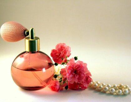 Trendy v parfémech. Víte jaké vůně jsou v módě?