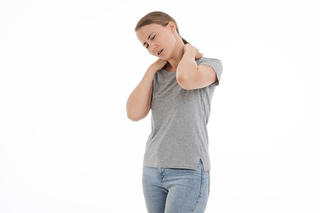 Jak efektivně rozhýbat ztuhlou šíji a krk