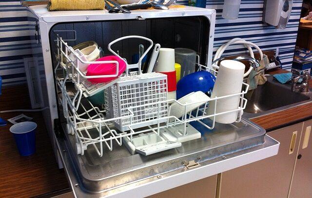 Myčka nádobí je užitečný pomocník