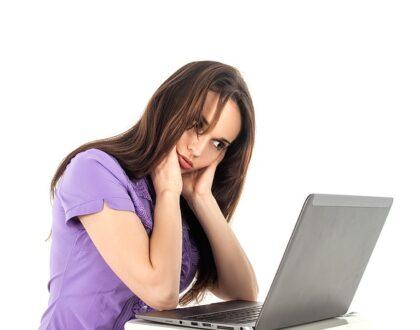 Máte sedavé zaměstnání? Tyto cviky vám pomohou rozhýbat tělo
