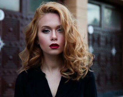 Toužíte po hustších vlasech? Zjistěte, co všechno je může ovlivnit