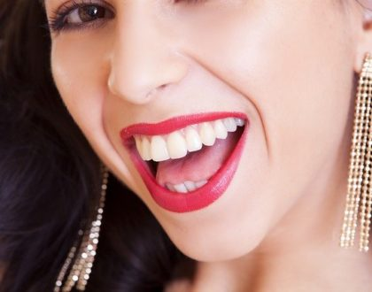 Jak vybělit zuby jedlou sodou