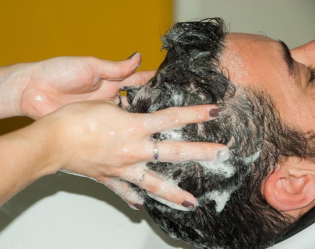 Co by měl obsahovat kvalitní šampón? 3 tipy, jak ho vybrat