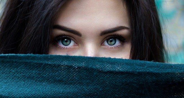 Trápí vás krátké řasy či řídké obočí? Pomozte si přírodní cestou