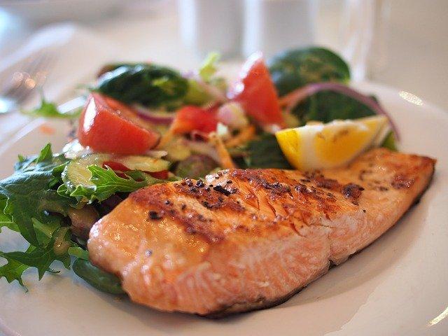 Zdravé a chutné jídlo – losos na másle