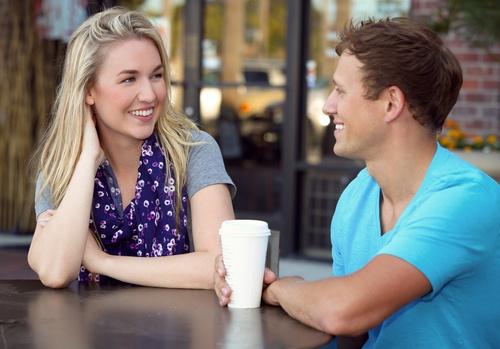 Flirtování očima muže: co je naprosté tabu?