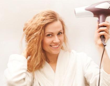 Fén na vlasy jako stylingový pomocník