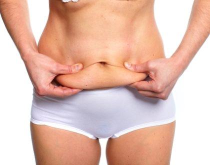 Co může být příčinou povislých břišních svalů?